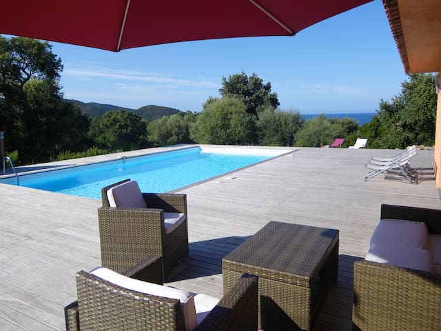 Luxury villa for 12 people, Seaside - Sainte Lucie de Porto-Vecchio - Hus