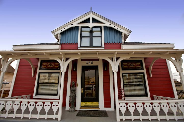 San Diego Historic Victorian Suite