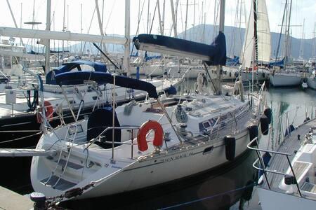 Sleep on a sailboat in Vibo Marina  - Vibo Marina - Tekne
