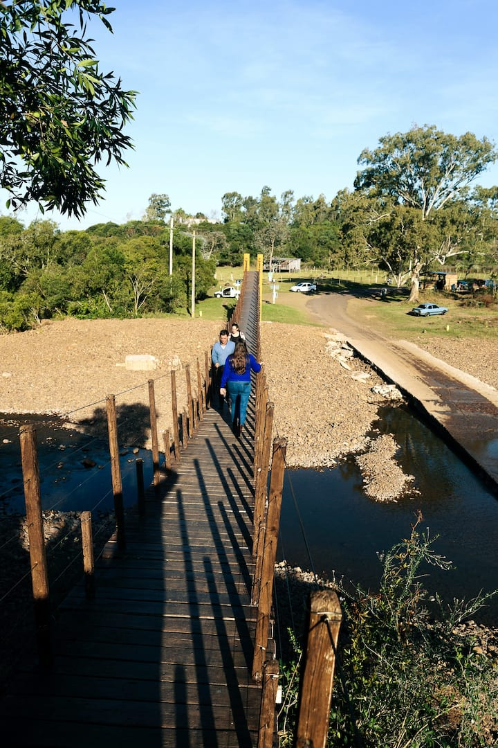 Atravesando el puente colgante