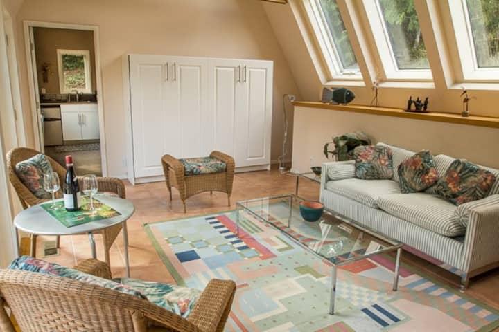 Quiet Garden Studio Suite in SW Portland
