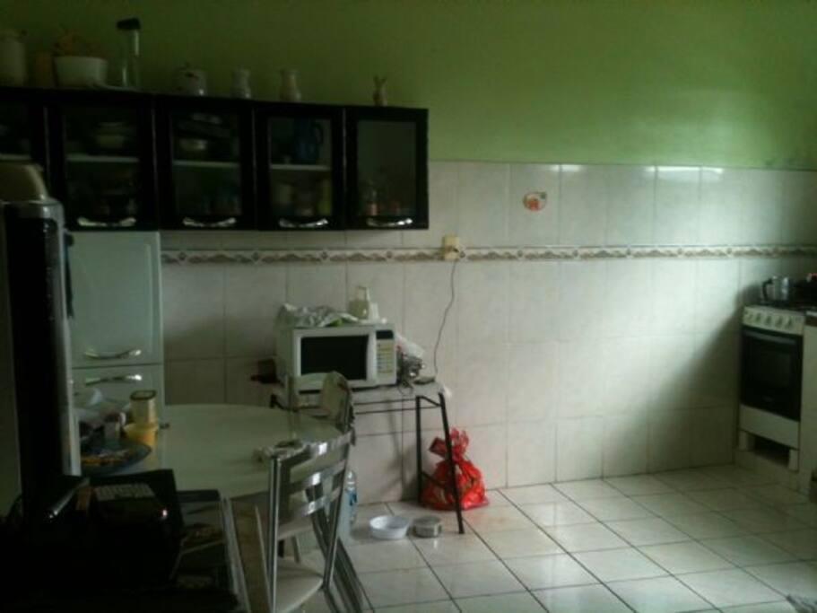 Cozinha com lavatório de roupa