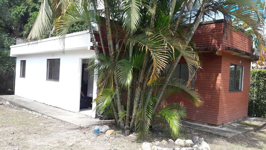 Casa la vega C/marca cerca al rió y vía principal - La Vega - Rumah