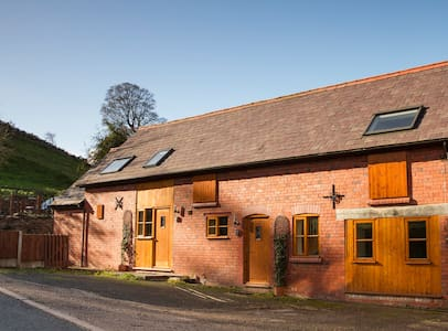 2 bed Barn Cottage - Stunning Views - Llangollen