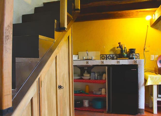 Cocineta y acceso ala recámara