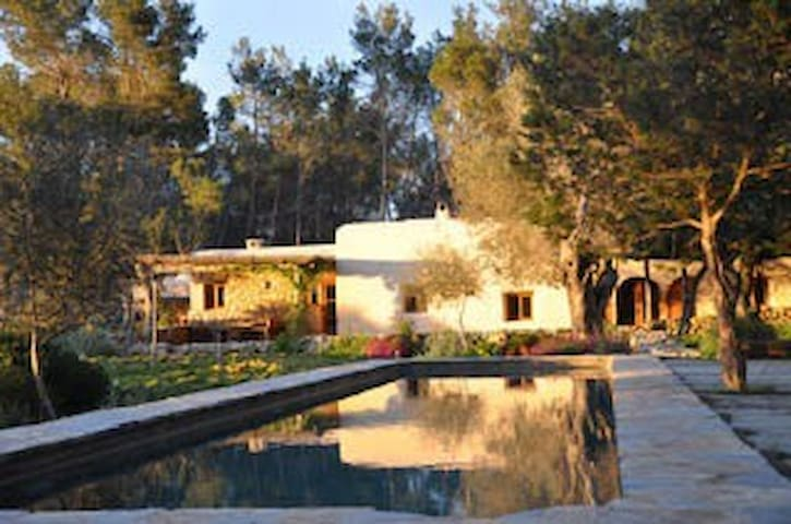 AUTHENTIC IBIZA COUNTRY VILLA - St:Agnes - House