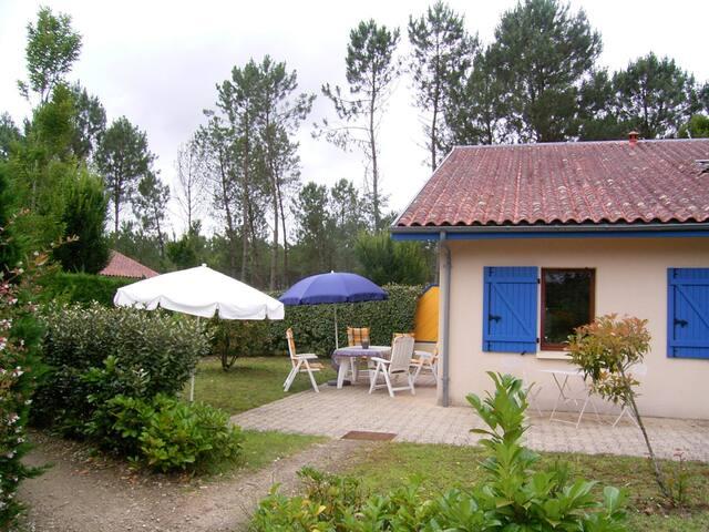 Luxe  bungalow op park nabij Oceaan