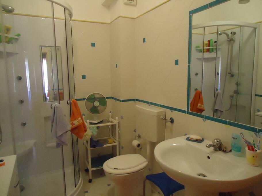1°bagno con cabina doccia