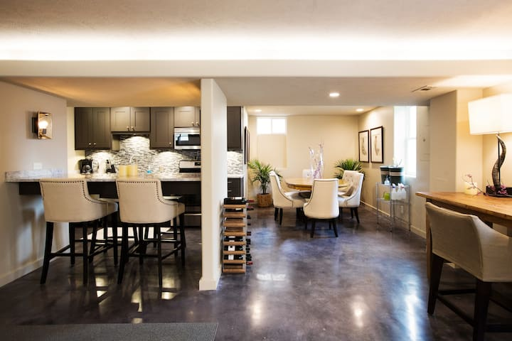 Private Modern Studio Dundee/Benson - Omaha - House