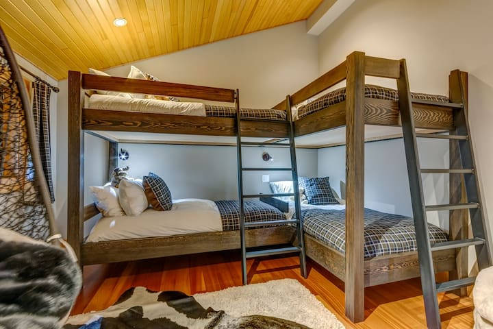 3rd Bedroom: two bunks for kids ONLY.  Beds are not rated to hold adult weight.  Shared bathroom