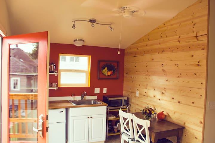 Alberta Garden Eco-Cabin B-2