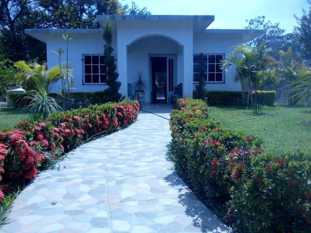 Casa  Campestre Arbolada, Confort y Descanso