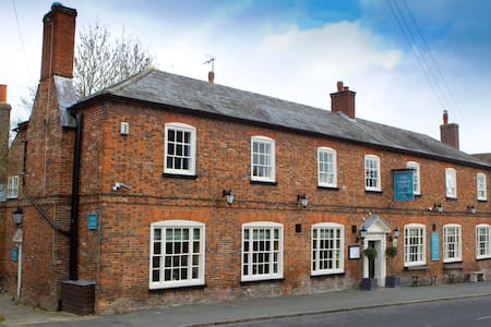 Guest Rooms at The Three Tuns Pub - Ashwell - Bed & Breakfast