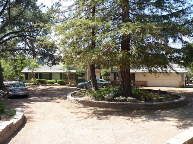 Fully-Renovated Oasis next to Park. - Thousand Oaks - House