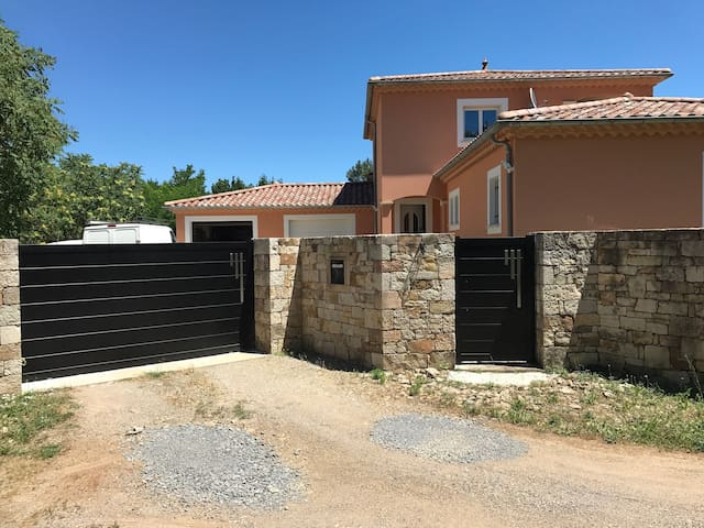Villa proche de toutes commodités Les Vans Ardèche