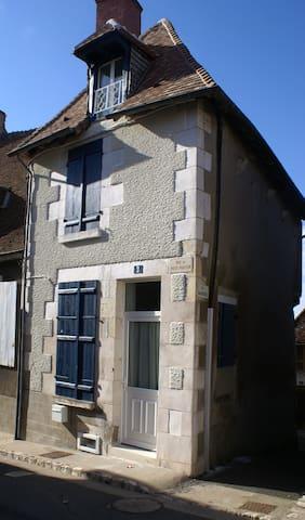La maison aux volets bleus - Sancerre - House
