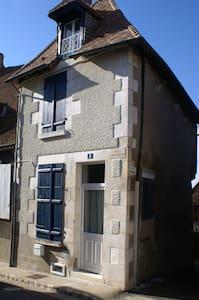 La maison aux volets bleus - Sancerre - Rumah