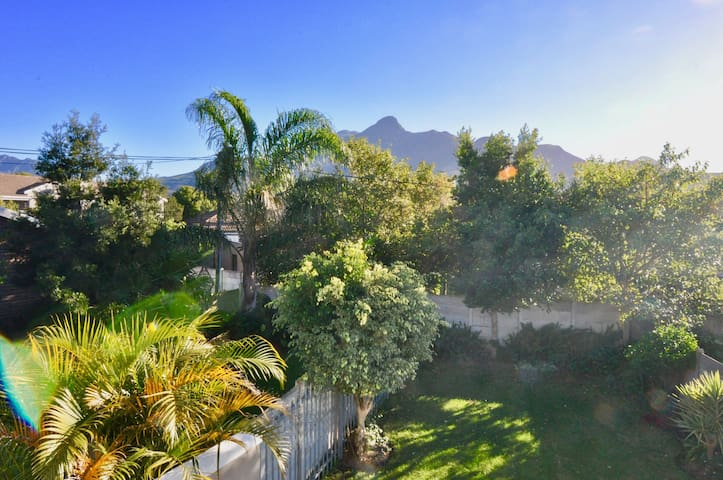NEW LISTING! House w/ mountain views from private balcony, free Wifi & barbecue