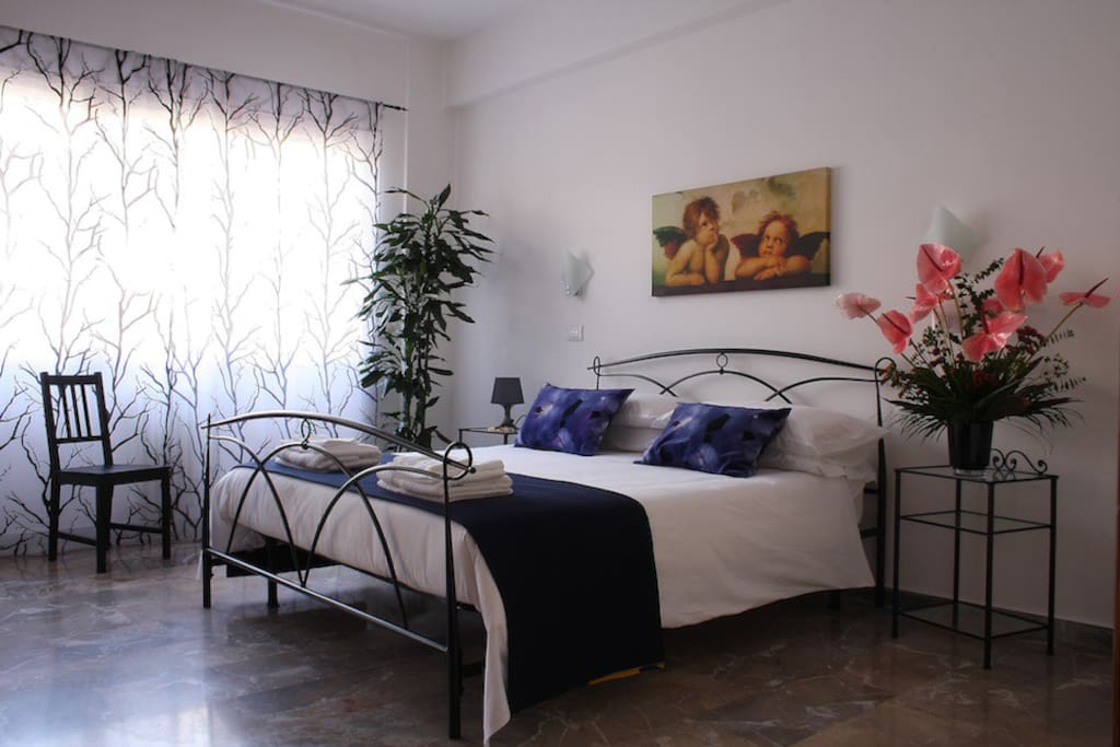 Double room with external private bathroom. No Balcony.