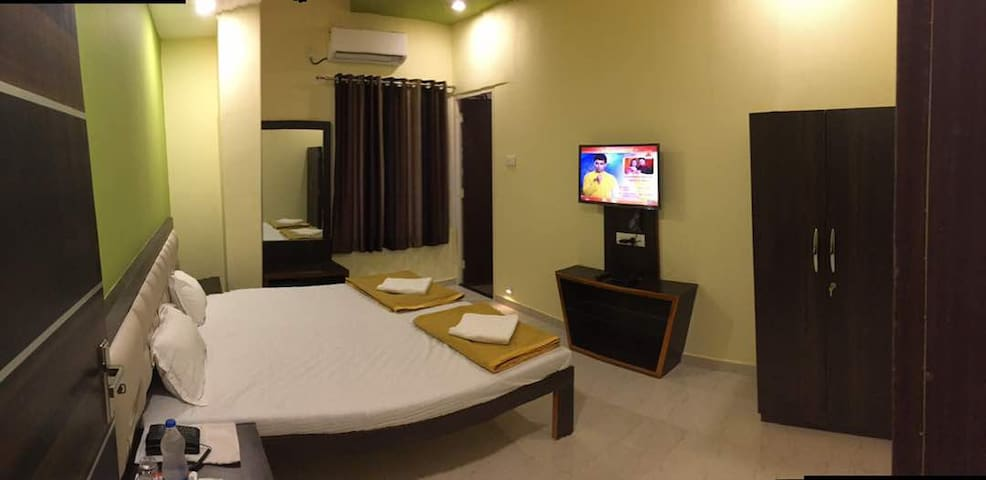 Hotel Om Executive, Kolhapur Deluxe Room Non Ac