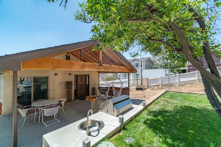 BRAND NEW HOME | VIEW, FIRE PIT, BBQ PUTTING GREEN