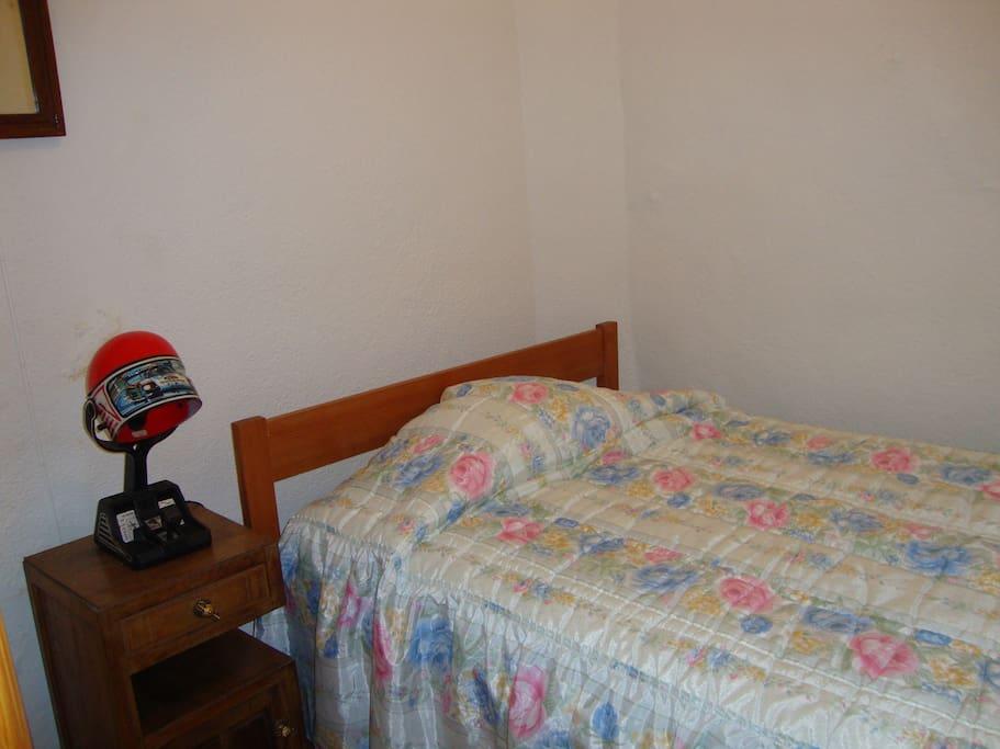 Quarto cama solteiro