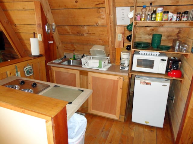 Kitchen (pots/pans, fridge, microwave, toaster, stove-top, coffee pot)