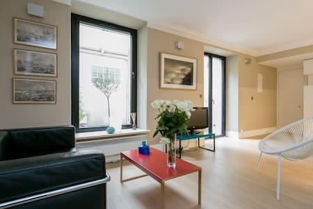 Beautiful flat with patio next to the Eiffel Tower - Paryż - Apartament