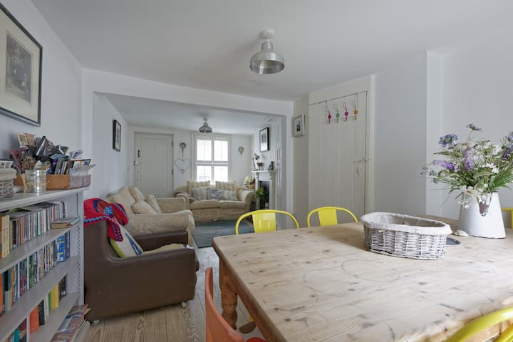 Fisherman's cottage in Whitstable,75yds from beach
