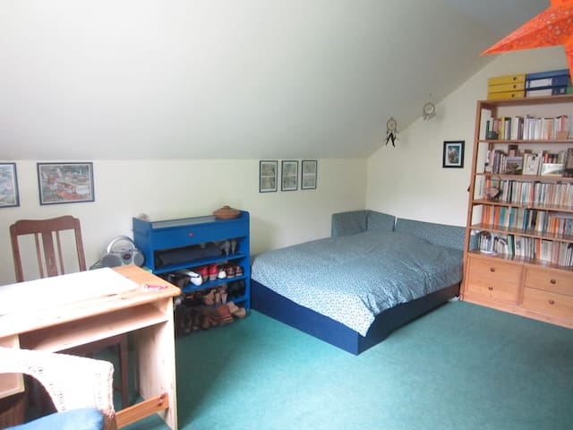 spacious room in big garden - Osnabrück - Hus