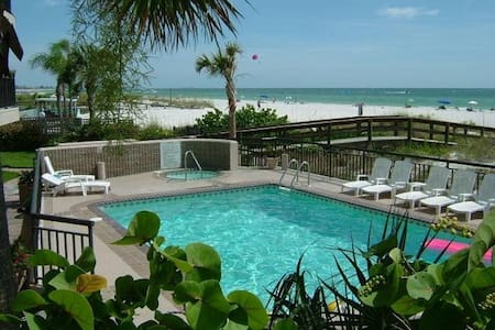 Excellent St Pete Beach Condo on the beach! - Saint Pete Beach