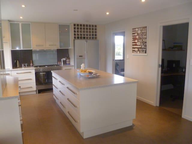 Luxury home near the Cataract Gorge - West Launceston
