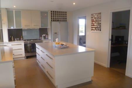 Luxury home near the Cataract Gorge - West Launceston - House