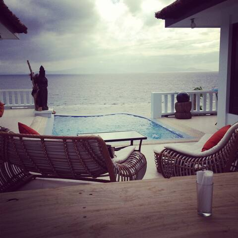 Overlooking the ocean/cliff view - Calatagan - Bed & Breakfast