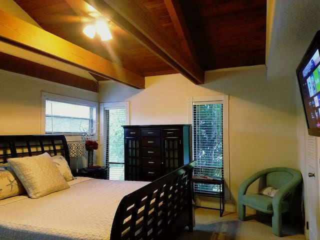 LARGE LOFT Private King Bd/Balcony/Bath/Micro/RFRG - West Palm Beach - Huis