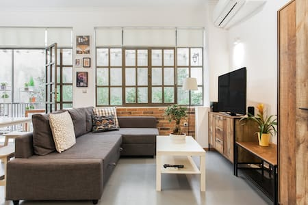 Fashionable Base in Central Athens in the Old Tailor Factory
