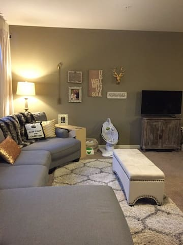 Charming and Chic 2 Bedroom Apt - Louisville - Apartment