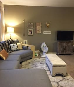 Charming and Chic 2 Bedroom Apt - Louisville - Byt