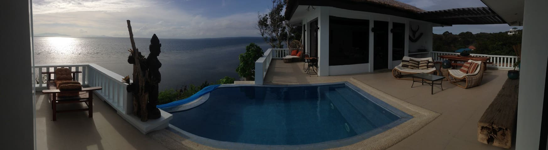 Honeymoon room suit....on a cliff.. - Calatagan - Bed & Breakfast