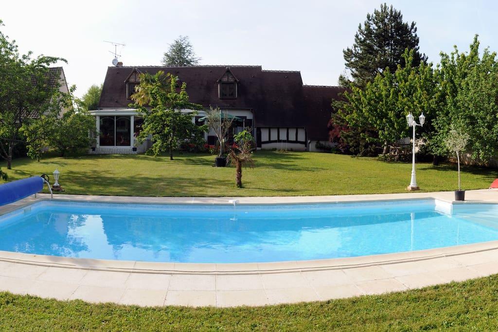 Maison av piscine coeur chateaux maisons louer for Piscine 3 chateaux