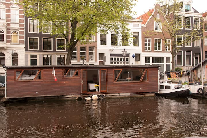 Houseboat in center of amsterdam boats for rent in for Airbnb amsterdam houseboat