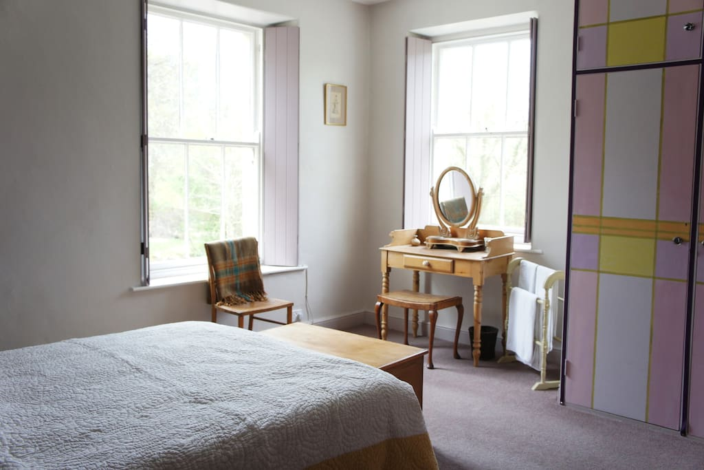 GREAT BOURNE: Double room, sharing a bathroom