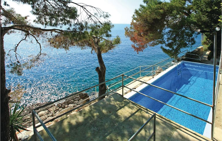 Holiday apartment with 3 bedrooms on 53m² in Blato