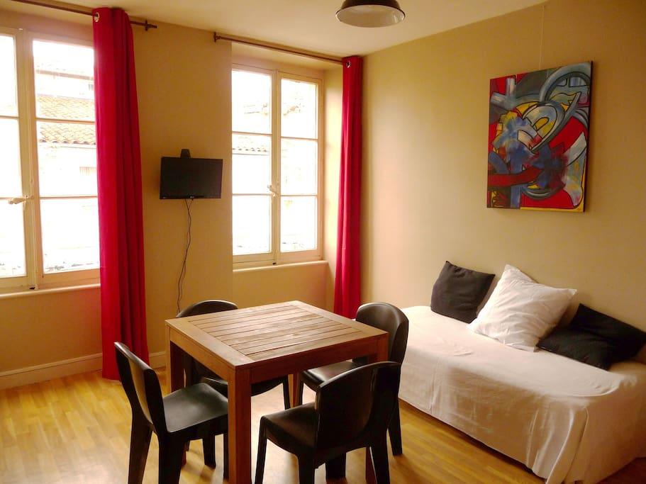 appart 40m t2 la rochelle centre appartements louer. Black Bedroom Furniture Sets. Home Design Ideas