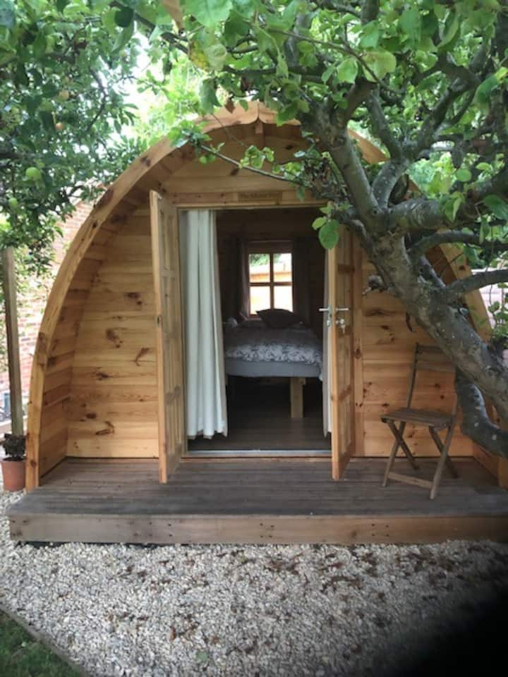 Wooden Garden POD/Hut - Must be ok with dogs