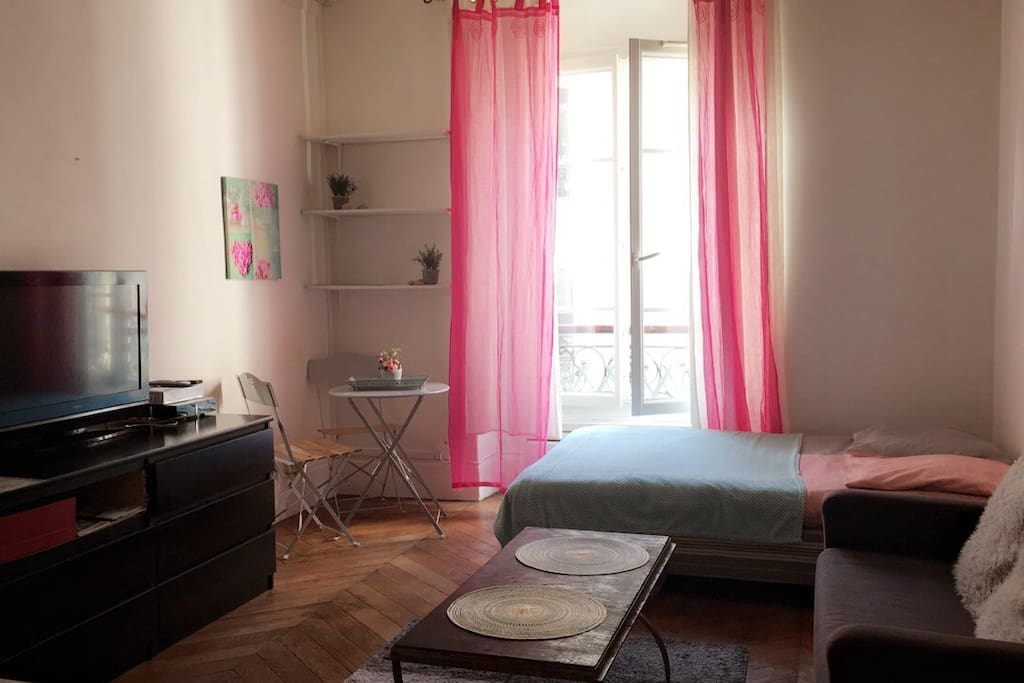 Studio cosy paris bonne nouvelle apartments for rent for Chambre de bonne paris rent