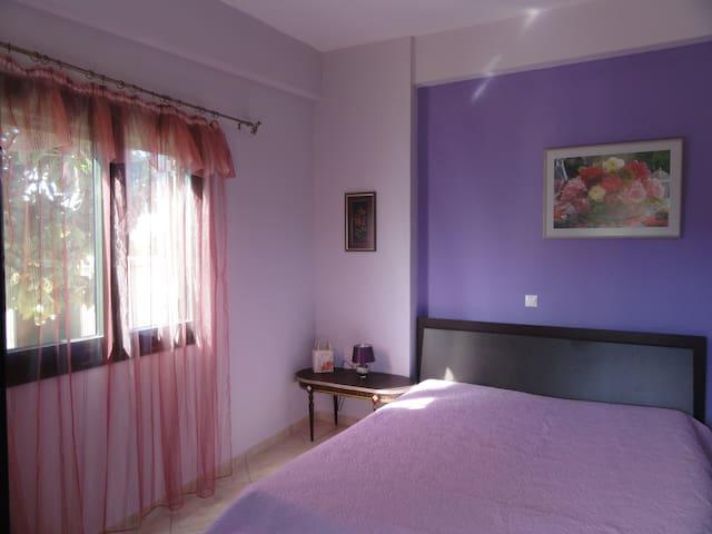 Main bedroom, Rose Bedroom, with inside bathroom