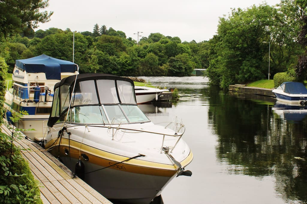 Holiday apartment in enclosed residential area with own harbour off the River Shannon.