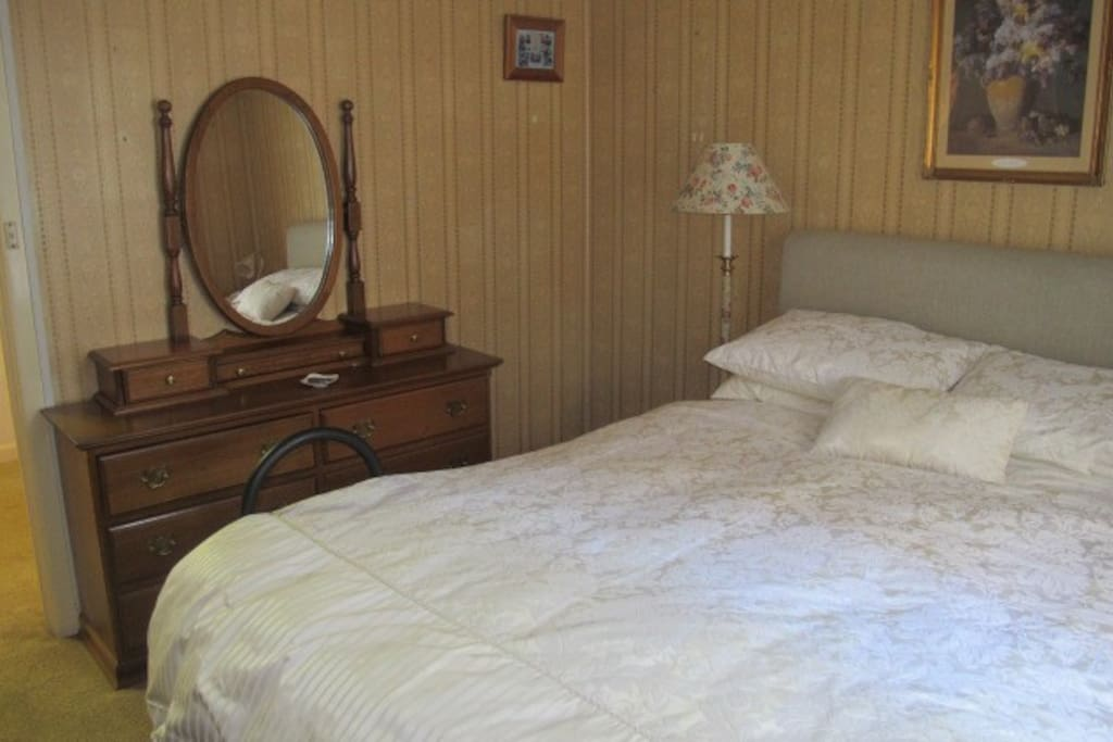 Comfortable double bed with excellent mattress