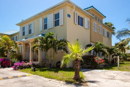 306, Palmyra Townhomes, Gracebay. - Townhouse